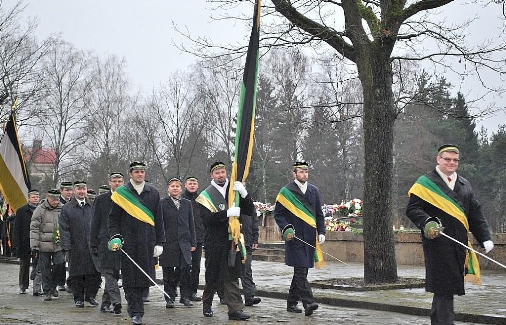 Akadēmiķi korporāciju gājienā Brāļu kapos 2010.gada 18.novembrī